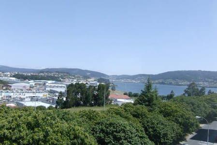 APARTAMENTO CON VISTAS AL MAR Y MONTAÑA EN FERROL - Ferrol - Lägenhet