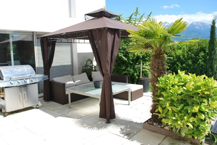 Chambre au calme dans maison avec piscine - Saint-Ismier - House