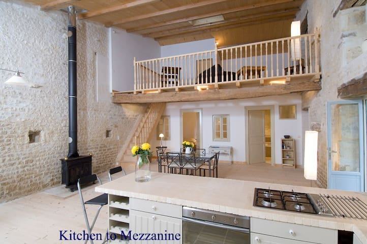 Stunning Luxury converted Barn - Saint-Jean-d'Angély - House
