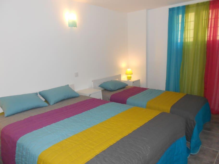 Chambre avec lit 140 + lit 90 /armoire +chevets