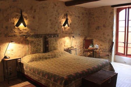 Chambres et table d'hôtes le Mimosa - Saint-Saturnin-de-Lucian