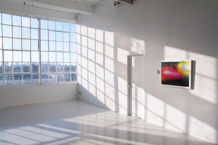 Huge Gorgeous Artists Loft (Room) - Brooklyn - Loft