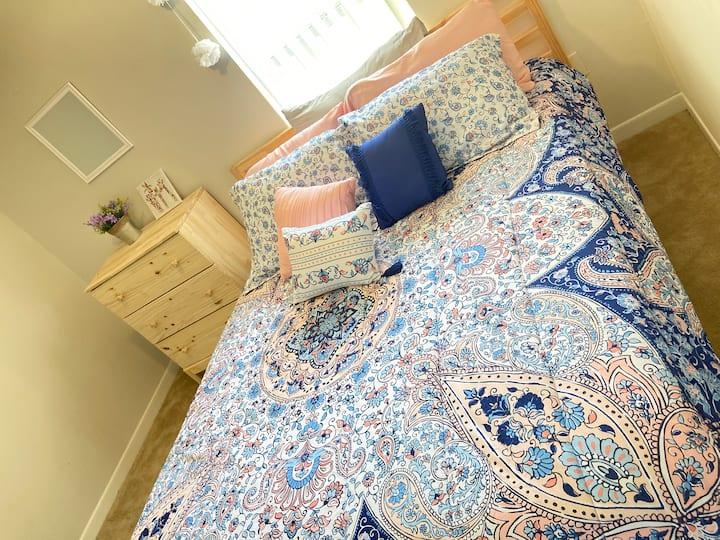 Acogedora habitación perfecta para descansar.