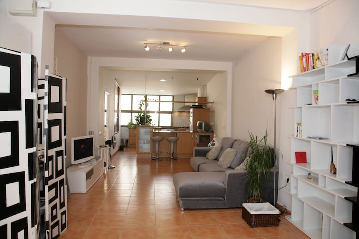 STUDIO near TRAIN ST with WIFI - Valencia - Lägenhet
