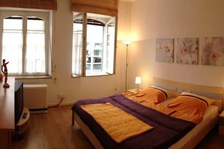Romantik pur in der Kölner Altstadt - Colonia - Appartamento