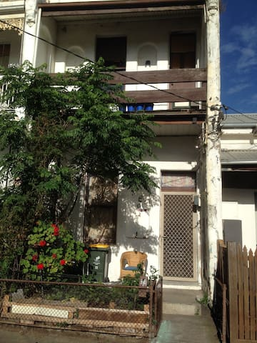 Private Room + Wifi. Outdoor amenities. Smoking ok - Fitzroy North - Maison