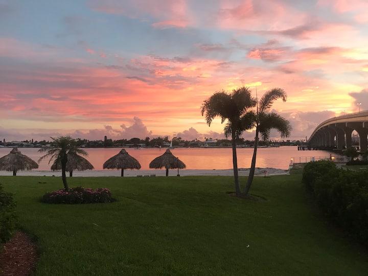 Sunset Paradise, Isla Del Sol