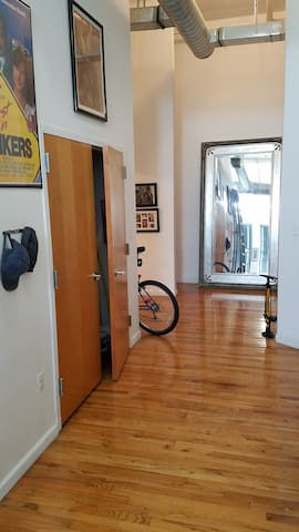 Huge open Yonkers loft, 8min walk to train