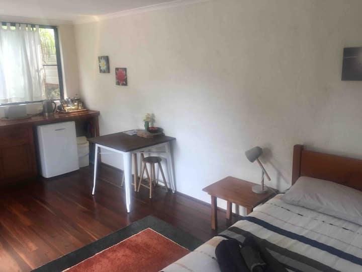 Byron Bay, Simple Peaceful Self -contained Studio