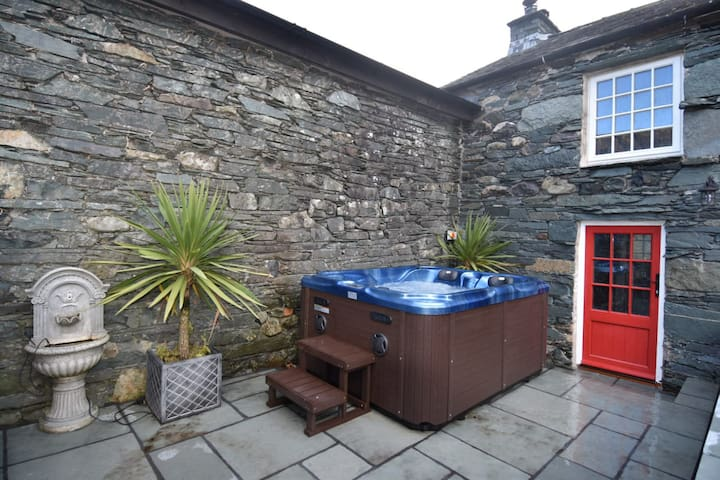 Field House Cottage - 4* Self Catering + Hot Tub!