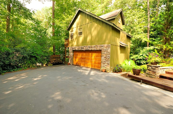 Lakeside Peace  and Woods. Private Carriage House