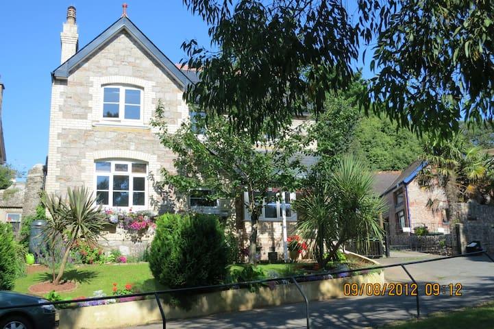 Combe Bank Lodge We Welcome You! - Brixham - Hus