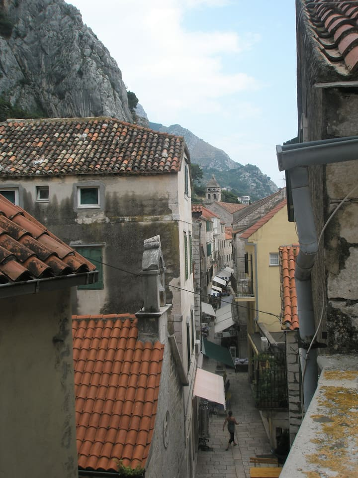 BEST SPOT in OMIS! Near SEA and RIVER & CENTER!