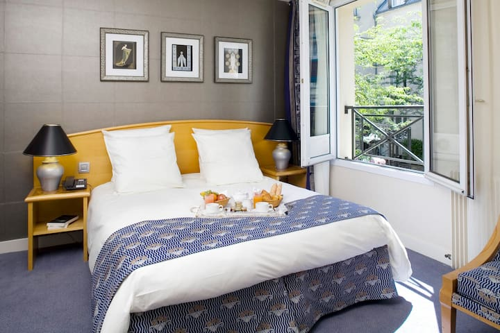 Beautiful Room in Le Marais with Garden and Spa