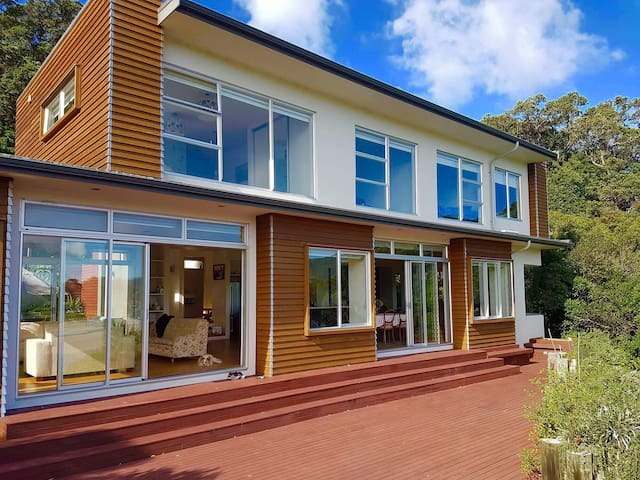 Stunning Waterfront Paradise Steps from the Beach - Tairua - House