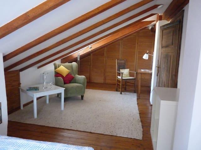 wohnen im fachwerkhaus apartments for rent in. Black Bedroom Furniture Sets. Home Design Ideas