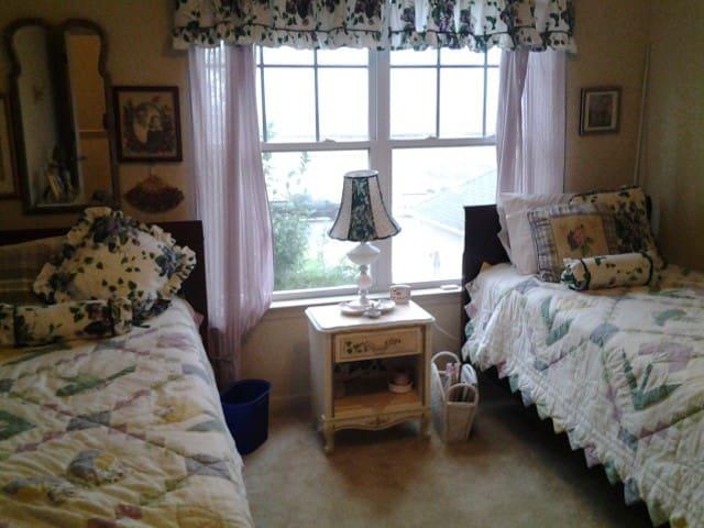This delightful twin bed room overlooks the ocean
