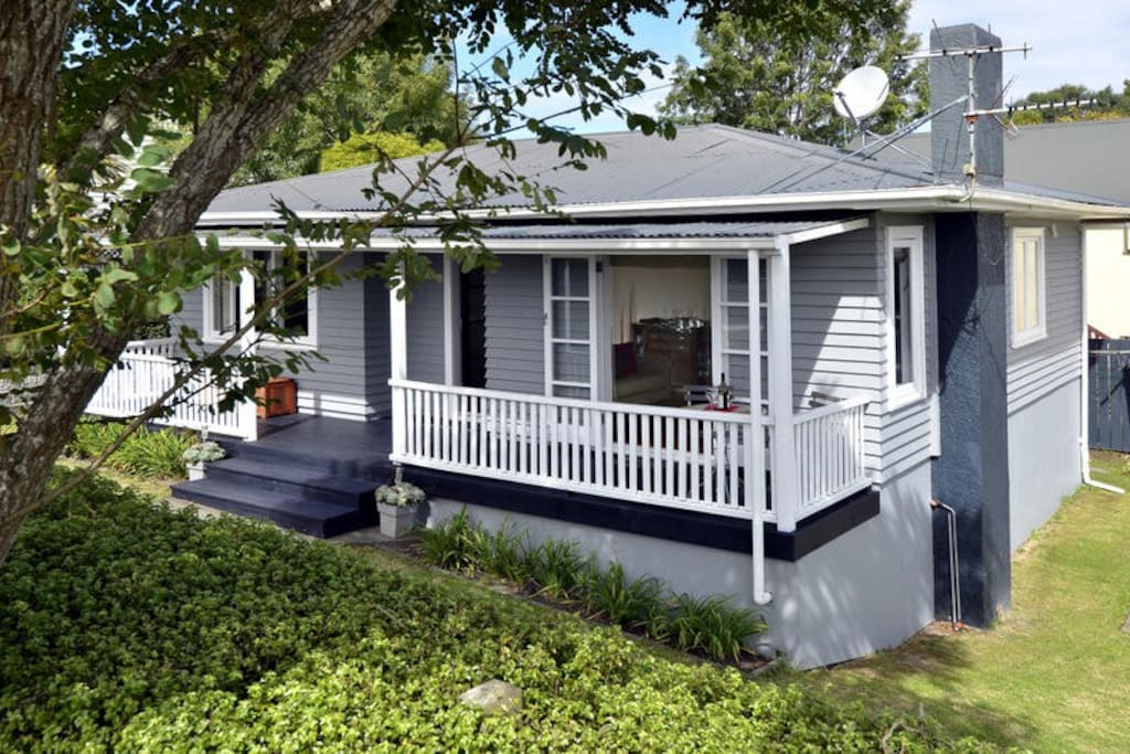 Cutest cottage in the world houses for rent in auckland for Cutest house in the world
