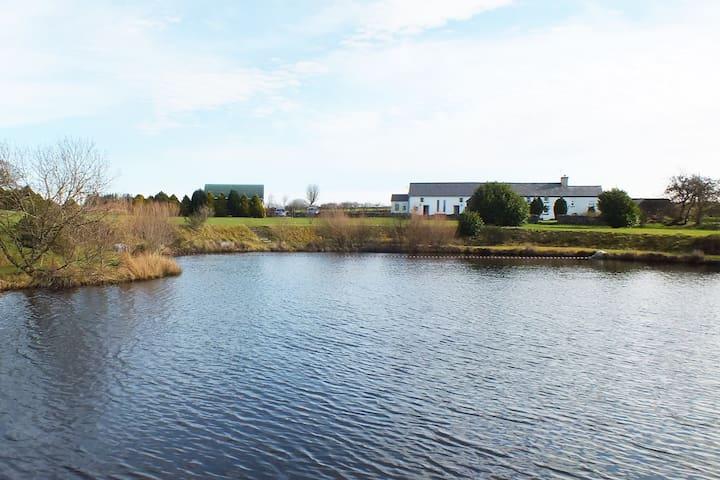 lake view cottage 1