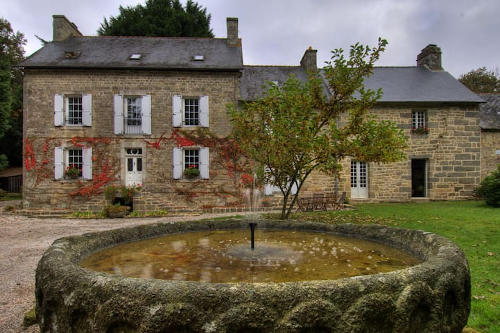 Charming country manor in the woods - Mellionnec