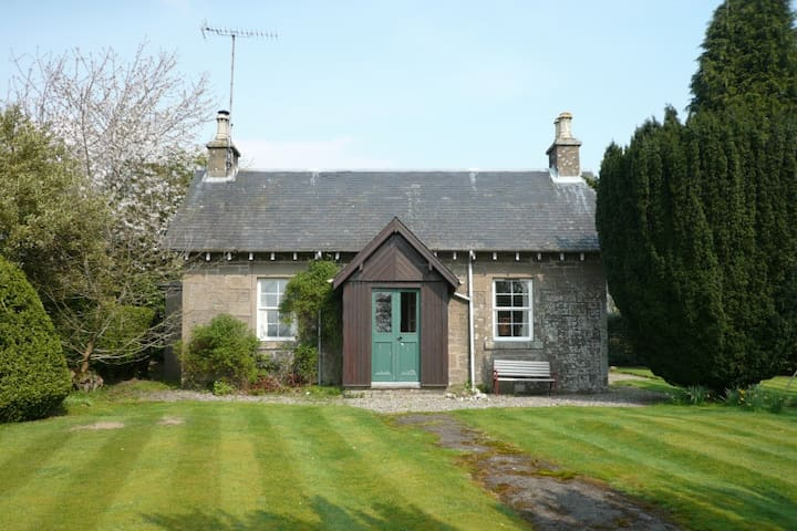 Yew Tree - pretty estate cottage - Port of Menteith - Ev