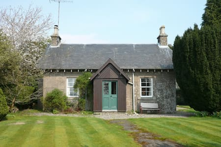 Yew Tree - pretty estate cottage - Port of Menteith - Hus