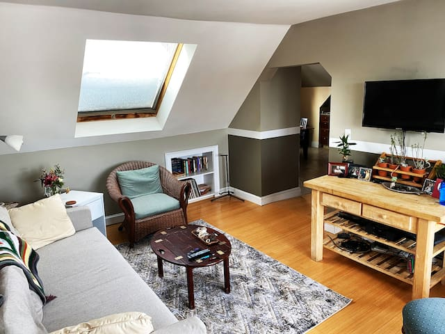 Bright & Cozy Room in the Heart of Portland, Maine