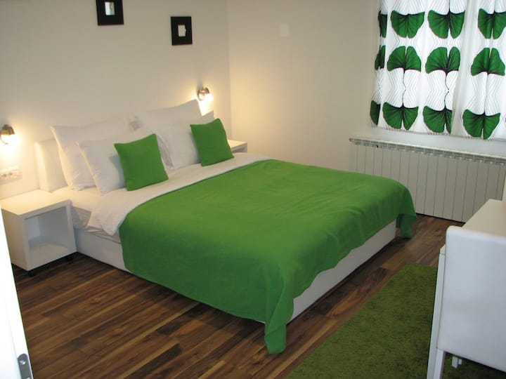 Deluxe King Double Room near Entrance 2