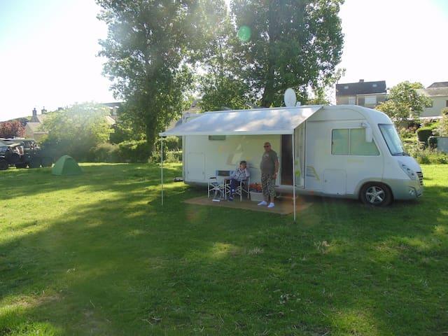 emplacement de camping car a 150 metres du port - Le Pré-d'Auge - Autocaravana