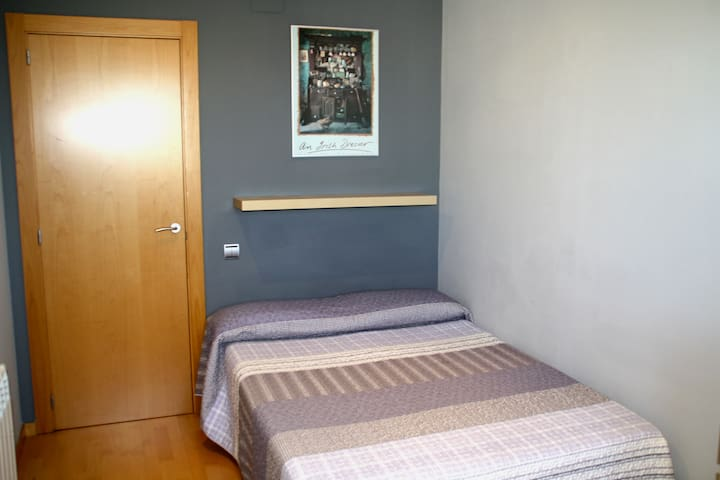 BCN_Quiet & Sunny room to rent - Mollet del Vallès - Apartament