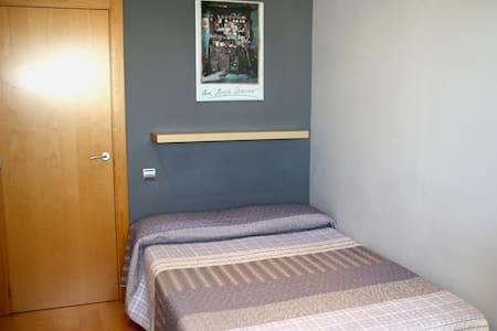 BCN_Quiet & Sunny room to rent - Mollet del Vallès - Apartament