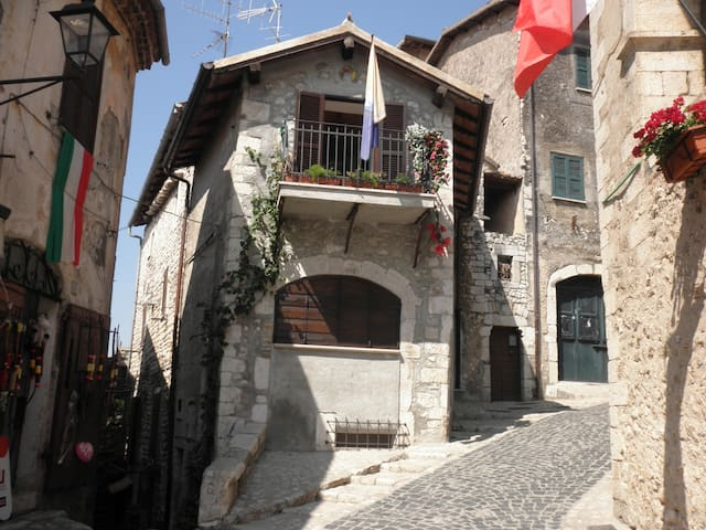 Il Nido: Romantica casa a Sermoneta - Sermoneta - Apartamento