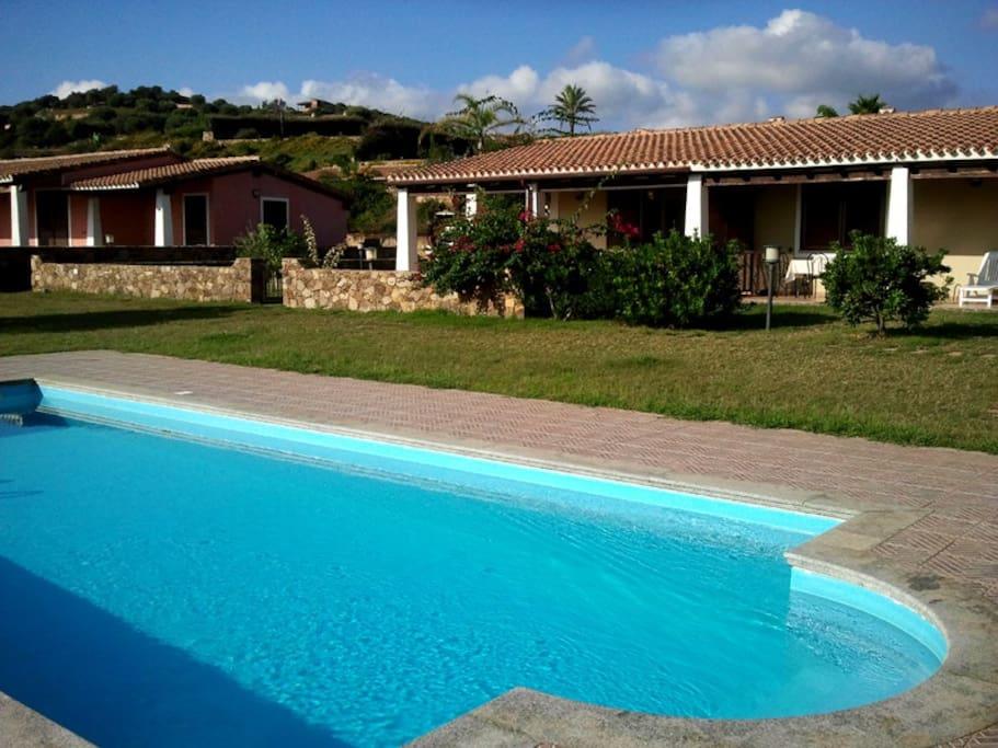 Villa con piscina in residence 8 letti villa 39 s te huur - Residence con piscina sardegna ...