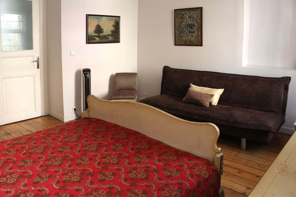 The single sofa bed at the top floor bedroom.