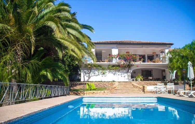 Amplía Villa en Benidorm. Piscina, BBQ y Wifi.