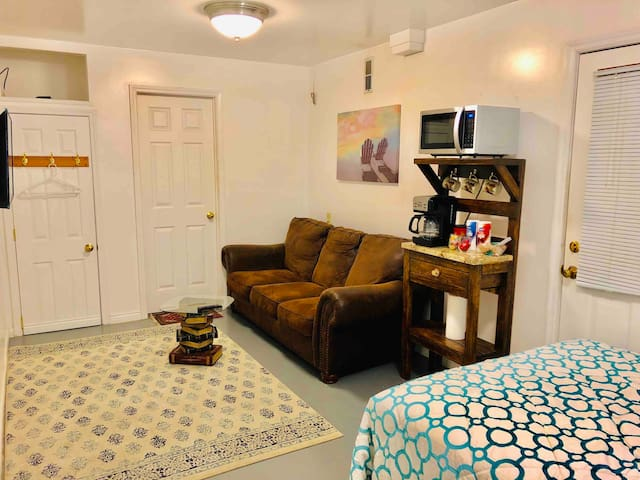 Cozy and Completely Separated Guest Suite