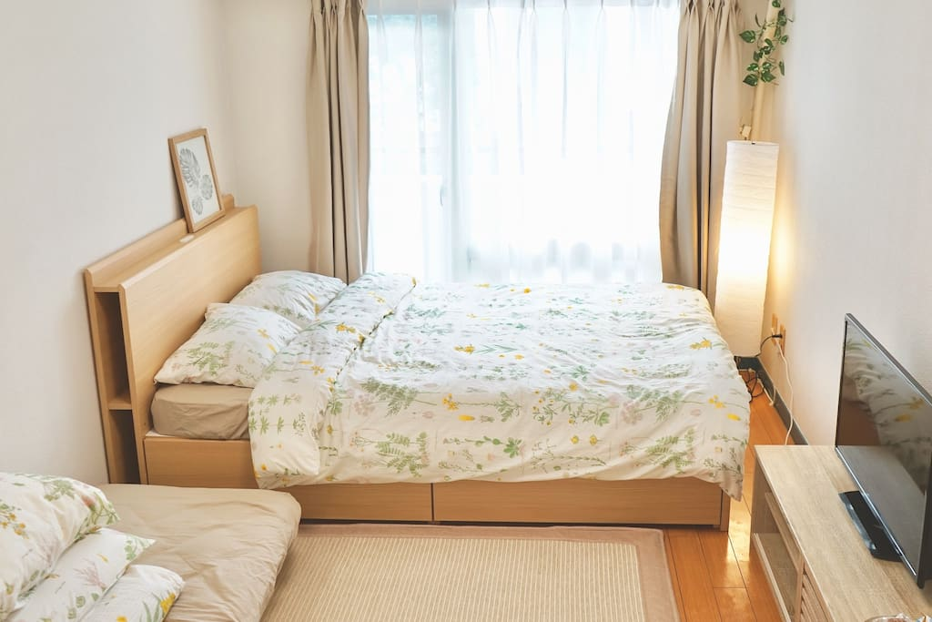 One double bed and double size futon. Available for 2-4 persons