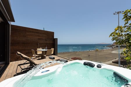 Penthouse studio with private jacuzzi on the beach