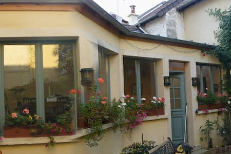 Near Paris, Montesson joli village  - Montesson - Bed & Breakfast