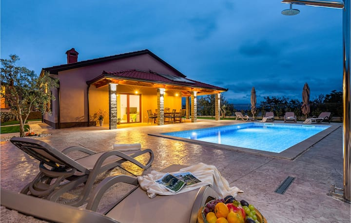 Beautiful home in Buzet with Outdoor swimming pool and 3 Bedrooms