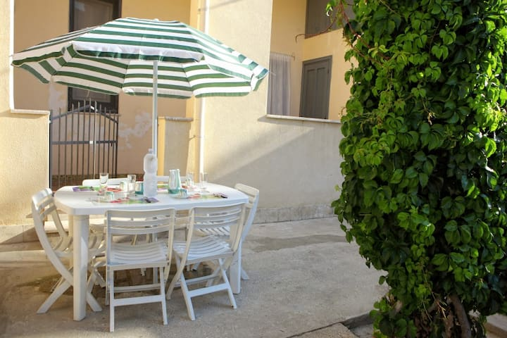 apartment with garden - Erice - Daire