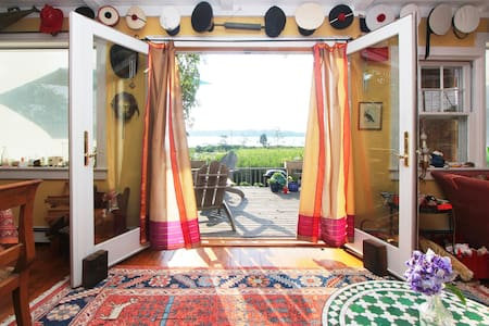 Queen Room in  village + bike + kayak