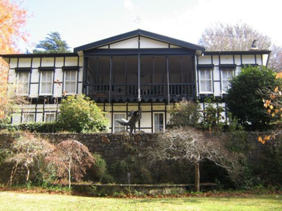 Mawarra Manor - enclosed verandah overlooking the garden