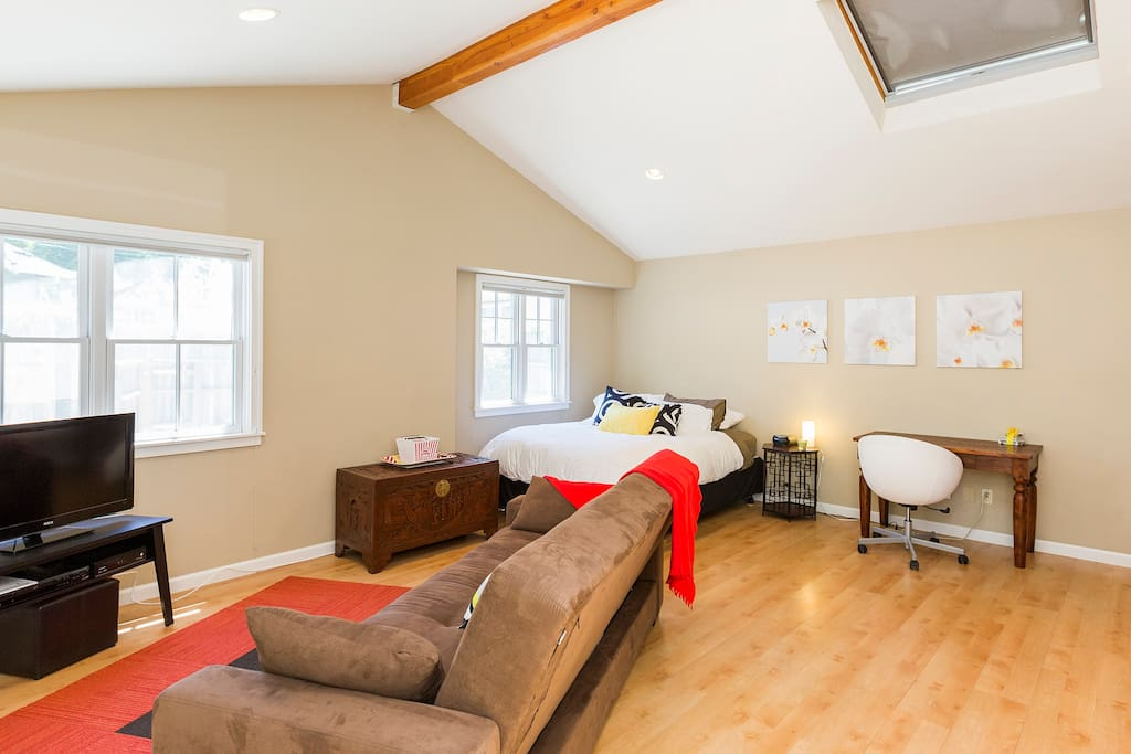 This cottage is light, modern and spacious. Enjoy the top-down, bottom-up window shades- which allow for optimal lighting and privacy.