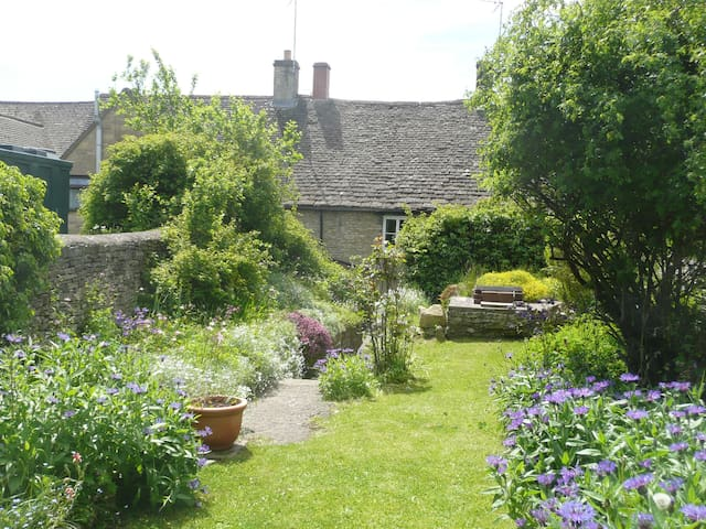 Bank Cottage - Northleach - Dom