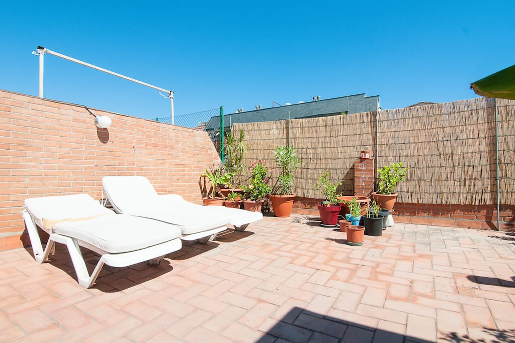 Double room and private bathroom appartamenti in affitto for Appartamenti barcellona affitto annuale