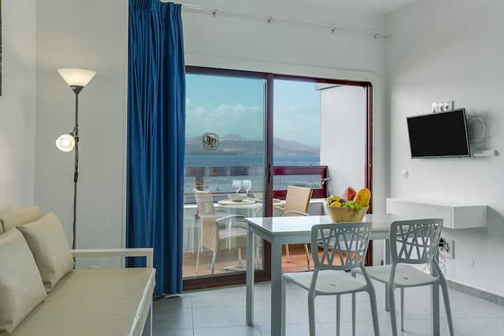 """Holiday Apartment """"Estudio con vistas al océano 40"""" with Sea View, Terrace & WiFi"""