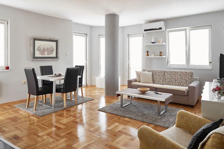 Bright homey apartment, near city center