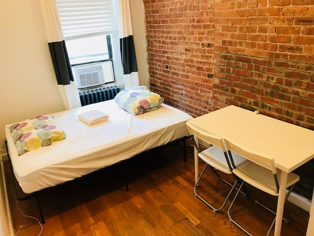 Private 3D Room in 4BR/2BA APT in Hell's Kitchen