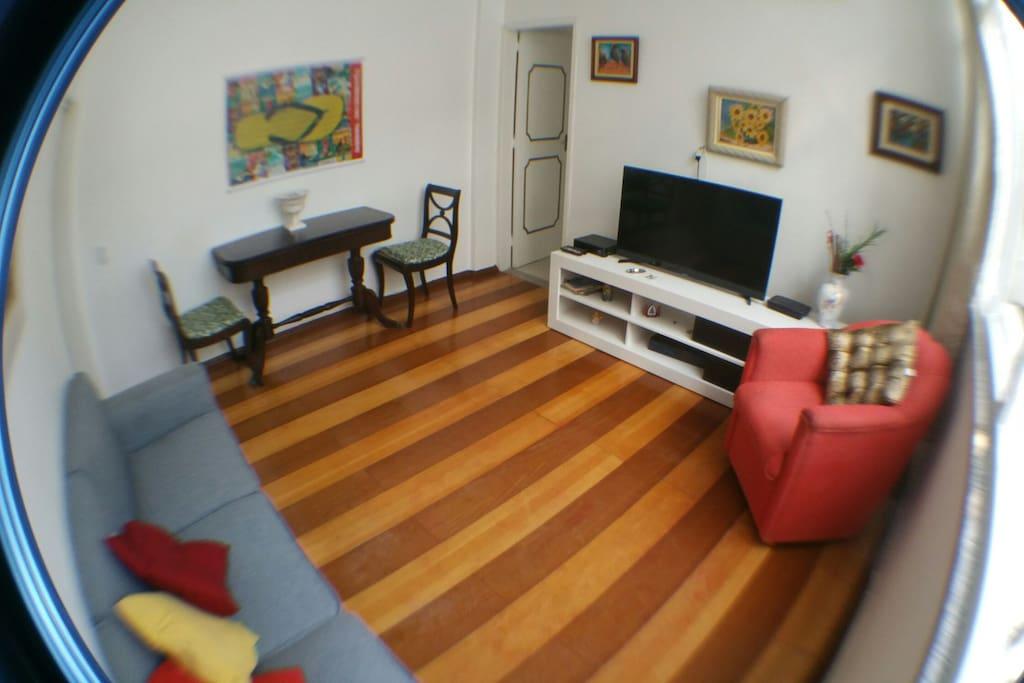 Sala ampla e aconchegante